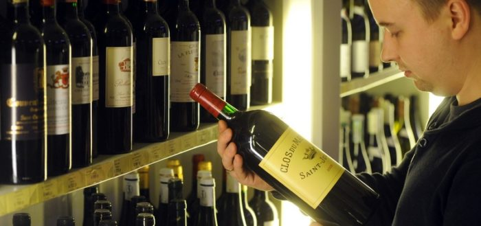 Вино на прилавке