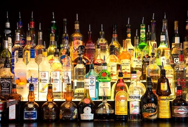 Бутылки со спиртным для бара